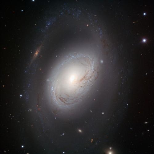 Messier 96 spiral galaxy (ESO/Oleg Maliy)