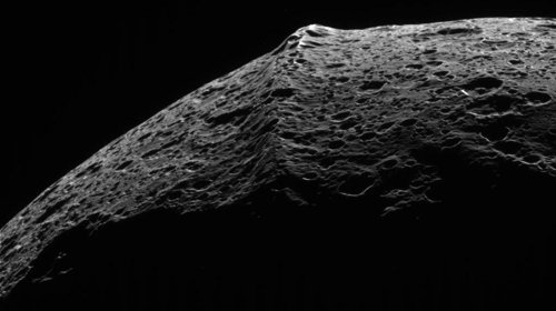 Iapetus' equatorial ridge